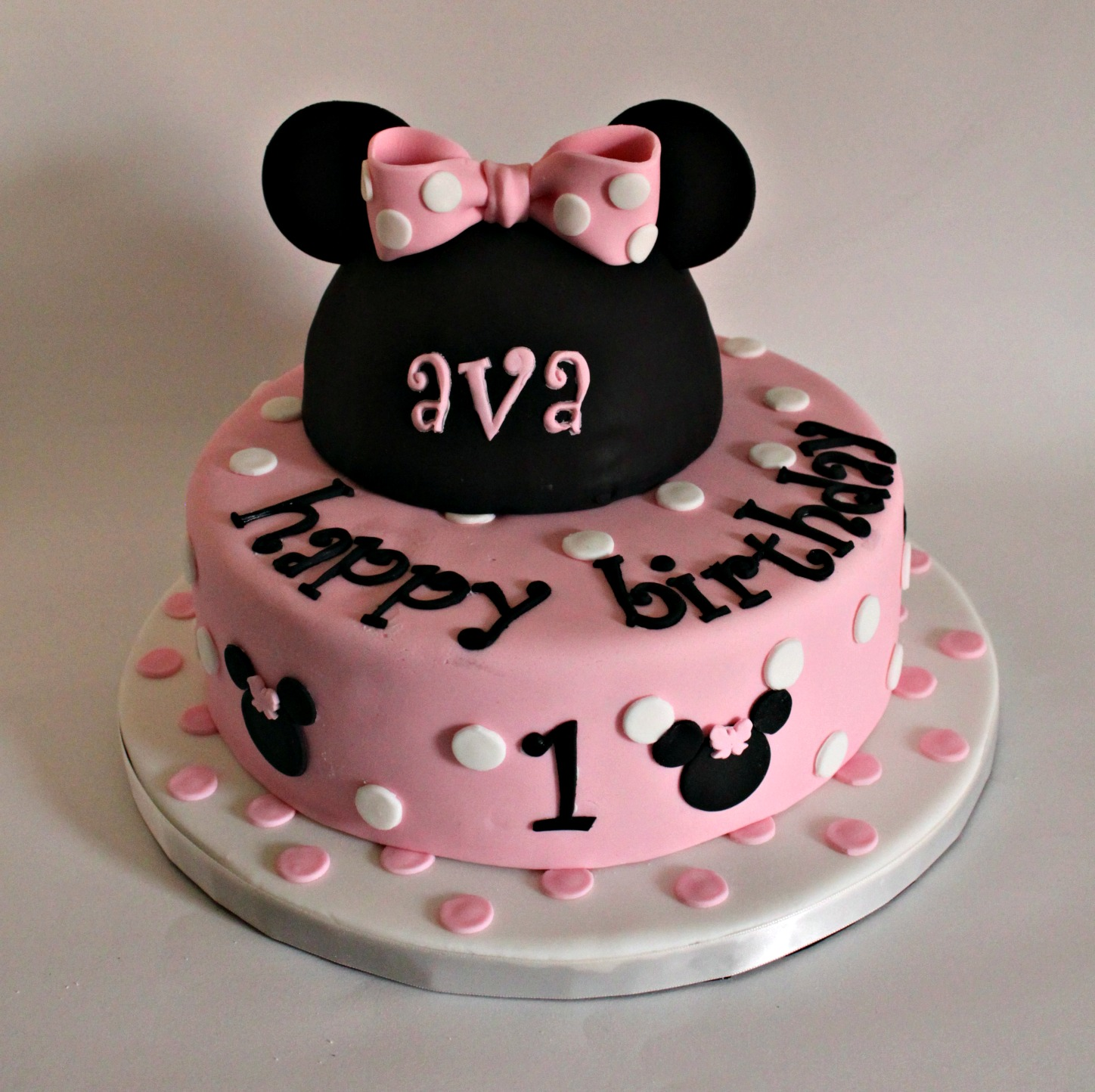 How To Make A Minnie Mouse Cake At Home